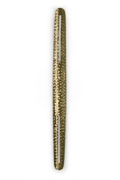 Shaka Zulu was one of the most influential monarchs of the Zulu Kingdom, building an empire from an ethnic group with little territorial expression. SHAKA Wall Light honours his figure in a unique product composed by hammered brushed aged brass. It is the sconce that will create an imposing yet perfectly balanced golden light in your modern home decor.