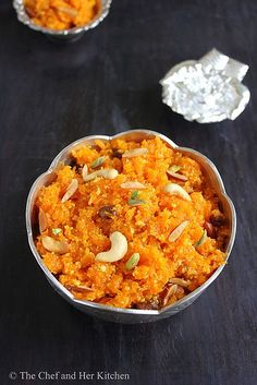 ' Carrot Halwa ' aka ' Gajar ka Halwa ' needs no introduction.It is a famous Indian dessert which is so commonly prepared during festival. Semolina Recipe, Carrot Halwa Recipe, Carrot Recipes, Sweet Recipes, Indian Dessert Recipes, Indian Sweets, Indian Recipes, Recipe For Sweet Carrots, Gajar Ka Halwa