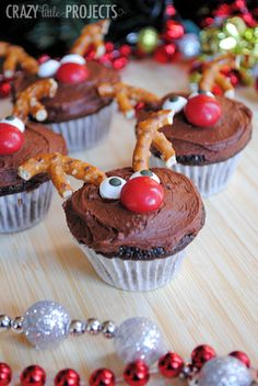 Such a cute Christmas idea-Reindeer cupcakes!