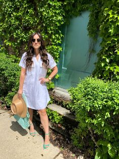 The summer season is upon us and I find myself gravitating toward easy summer essentials for everyday wear. Staple Wardrobe Pieces, Staple Pieces, Summer Essentials, Linen Dresses, Outfit Posts, To My Daughter, Lisa, Dress Up, Short Sleeve Dresses