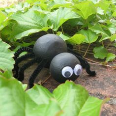 EDUcraft Incy Wincy Spider using polystyrene balls, black pipe cleaners and googly eyes