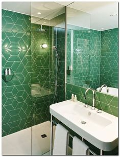Emerald Green Bathroom Tile Designs To Refresh Your Room - Dlingoo Bathroom Interior, Interior Design Living Room, Green Subway Tile, Green Tiles, Bathroom Tile Designs, Mosaic Bathroom, Green Home Decor, Wet Rooms, Bathroom Inspiration