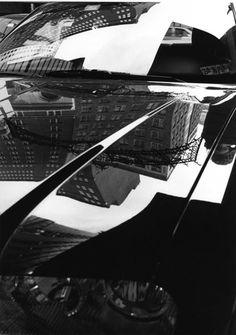 Le photographe américain Ray Metzker est décédé le 9 octobre 2014. Il était connnu pour ses photographies de paysages urbains.