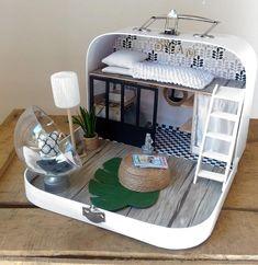 Valisette studio moderne pour poupées de 12cm. | www.etsy.com/shop/byamelo