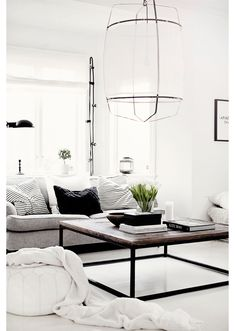The perfect example of why an all white living space looks simply divine. www.redreidinghood.com