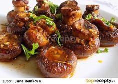 Opečené houby s česnekem a bazalkou recept - TopRecepty.cz Chicken Wings, Stuffed Mushrooms, Food And Drink, Veggies, Homemade, Treats, Diet, Sweet Like Candy, Home Made