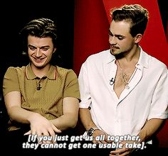 AHHHHHH OMG Joe is SO shy and cute and the way how he lowers his head and plays with his fingers! is adorable while dacre just givin him that sexy intesne glare™ an whipers in his sexy low voice™ . Watch Stranger Things, Stranger Things Steve, Stranger Things Season, Byronic Hero, Brave Kids, Dacre Montgomery, Joe Keery, Blonde Boys, Don T Lie