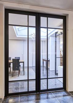 """Dubbele stalen deur van ANYWAYdoors.  Deze prachtige """"steel look"""" deuren worden gemaakt van zwart geanodiseerd aluminium en passen in elke interieurstijl. #stalendeuren #stalendeur #anywaydoors"""