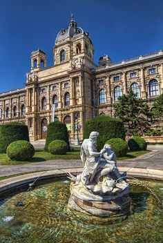 Kunsthistorisches Museum in Vienna | Austria - Apart from the romantic spots in Vienna the Schloß Schönbrunn Grand Suite will enchant you in many ways. Have a look. :) #feelingRoyal http://www.austria-trend.at/Suite-Schloss-Schoenbrunn/en/