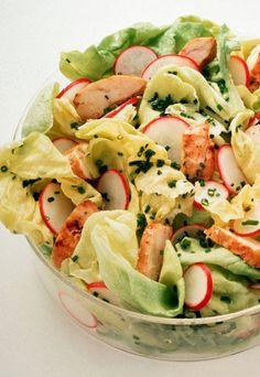 Hähnchensalat mit Mango-Dressing - Rezepte ohne Kohlenhydrate - Ein leckerer Salat, der satt macht und trotzdem gesund ist. Die exotische Note verdankt er dem frischen Koriander, mit Apfel-Essig und Mango wird's schön fruchtig und frisch...