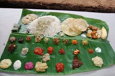 36 Dishes a Traditional Kerala meal Indian Food Items, Indian Dishes, Indian Food Recipes, Ethnic Recipes, Kerala Food, Mouth Watering Food, Kerala India, Food Food, Avocado