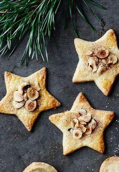 Opskrift på jødekager Christmas Snacks, Christmas Baking, Christmas Cookies, Denmark Food, Danish Christmas, Scandinavian Christmas, Danish Food, Cake Bites, Healthy Cake