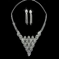 Rhinestone+Dignified+Earrings+And+Necklace+Set+in+Silver+Alloy+–+USD+$+29.99
