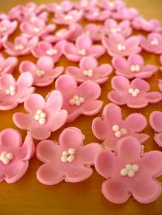 Ideas For Diy Wedding Cake Decorating Gum Paste Sugar Paste Flowers, Icing Flowers, Fondant Flowers, Edible Flowers, Diy Flowers, Wedding Flowers, Simple Flowers, Flower Decorations, Diy Wedding Cake