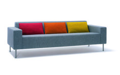 Office Reception Sharp and minimal stone grey wool reception couch with coloured back cushions. Reception Seating, Office Reception, Office Seating, Floor Seating, Grey Office, Office Sofa, Classroom Seating Arrangements, Reception Furniture, Colourful Cushions