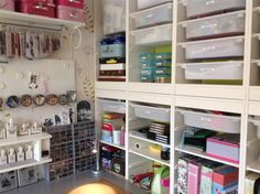 This is my craftroom. Used Benno, Linnmon, Trofast, Bygel and Riktig from Ikea.