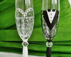 Black § White Wedding Glasses, Wedding Champagne Glasses, Bride § Groom Married, Mr § Mrs glasses,  Wedding flutes, Glasses black and white