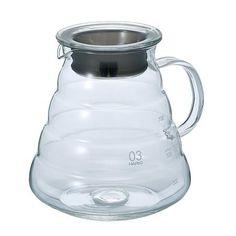 Pichel de vidrio templado para café, marca HARIO fabricada con vidrio a prueba de calor, diseñado originalmente para usa en el microondas. Capacidad de 600ml, alrededor de 20onz, tiene una tapa rodeada de silicon, ambos pueden ser usados en microondas.