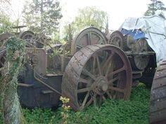 These photographs by Ian Comley were taken a couple of years ago and show the remains of Fowler ploughing engine diesel conversions lying derelict at Wixford, near Stratford-upon-Avon. Once owned. Abandoned Vehicles, Abandoned Cars, Antique Tractors, Old Tractors, Stratford Upon Avon, Steam Engine, Color Theory, Diesel, Engineering