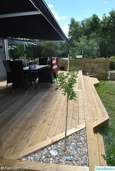 with Wooden Tiles and Gravel – Proud Home Decor Insanely Cool Multi Level Deck Ideas For Your Home! forum 20 inspiring wood deck design ideas Untitled Create a Landscape with Wooden Tiles and Gravel Längta, planera, njut: 17 drömidéer till din altan Patio Deck Designs, Patio Design, Backyard Patio, Backyard Landscaping, Small Backyard Decks, Small Gazebo, Diy Deck, Marquise, House With Porch