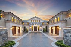 Modern mansion, house goals, my dream home, dream homes, billionaire lifest Traditional Home Exteriors, Traditional House, Dream Home Design, My Dream Home, Casas Containers, Dream Mansion, Luxury Homes Dream Houses, Luxury Life, Luxury Living