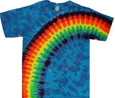 A rainbow of colors in a wave design creates a special tie dye shirt. How To Tie Dye, How To Make, Tie Dye Rainbow, Tie Dye Techniques, Tie Dye Shirts, Tie Dye Patterns, Wave Design, Tye Dye, Bff
