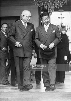 28 avril 1952 , Vincent Auriol et Norodom Sihanouk. Lepaix Le Président Vincent AURIOL a permis aux vietnamiens d'indexer une partie du Cambodge (Cochinchine) . Et Sihanouk , que faisait il à l'époque pour contrer la décision Française ?
