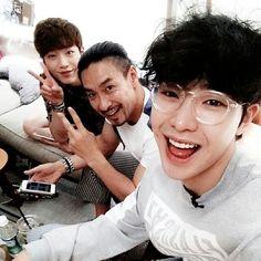 "SBS Roommate | Park Min Woo's IG | 1m2actor: ""#ShinSungwoo hyungnim #SeoKangjun you have seaweed on you take it off"""