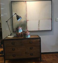 Cômoda quadro potes e luminária! Tudo equilibrado sóbrio e lindo disponível na loja esperando você. @espaco670 @decoracao @objetos