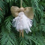 This cute angel is made from a vintage style dolly peg and would look great hanging on a Xmas tree. Wired ribbon has been used for the wings so that they can be shaped. The skirt is made from 2 layers of beaded lace . Comes with a narrow ribbon loop fo...
