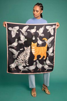 scarves with diffrent cats on in 2 col comes with sil col cat brooch set boxed