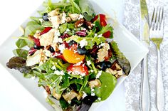 Strawberry Blueberry Chicken Salad With Orange Vinaigrette. A delicious, healthy salad! Easy Salad Recipes, Easy Salads, Healthy Recipes, Healthy Meals, Healthy Food, Yummy Food, Skinny Recipes, Healthy Options, Summer Salads