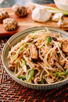 Chicken and Bean Sprouts Stir Fry - Recipes - Asian Stir Fry Bean Sprouts, Stir Fry Beans, Stir Fry Dishes, Stir Fry Recipes, Cooking Recipes, Wok Recipes, Thai Dishes, Turkey Recipes, Recipies