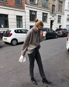 Try This Versatile Outfit For An Easy Way to Slide Into Fall Daily Fashion, Love Fashion, Autumn Fashion, Fashion Trends, Comfy Fall Sweaters, Designer Casual Shirts, Dark Grey Jeans, Casual Street Style, Minimal Fashion