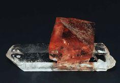 luorite on quartz, 6 × 4 × 4 cm, Göscheneralp, Göschenen Valley, Uri, Switzerland.