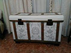 Resultado de imagen de baules restaurados Rustic Furniture, Painted Furniture, Steamer Trunk, Decorative Storage, Storage Chest, Decoupage, Trunks, Woodworking, Cabinet