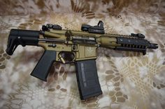 This is an awesome paint job! Will have to do this on one of my airguns. Ar Pistol Build, Ar15 Pistol, Weapons Guns, Guns And Ammo, Zombie Weapons, Tactical Rifles, Firearms, Shotguns, Ar Rifle