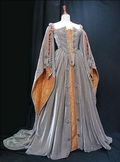 Elizabeths Grey Gown (Elizabeth, Thinking if I shorten the front this would make a SWEET riding dress! Mode Renaissance, Renaissance Costume, Renaissance Dresses, Medieval Costume, Renaissance Fashion, Medieval Dress, Tudor Dress, Tudor Costumes, Tudor Fashion