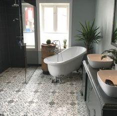 Gulvtrenden 2020 – Historiske fliser Bathroom Inspiration, Terrazzo, Home, Headboard Storage, Bathroom Design, Salle De Bain, Bathtub, Clawfoot Bathtub, Renovations