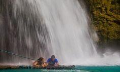 bajo las kawasan falls en balsa de bambu filipinas