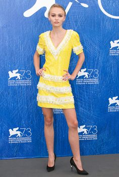 Venice Film Festival Best Red Carpet Moments - Lily Rose Depp in a yellow Chanel mini dress Lily Rose Melody Depp, Natalie Portman, Pretty Dresses, Beautiful Dresses, Seductive Women, Festival 2016, Sequin Mini Dress, Red Carpet Fashion, Yellow Dress