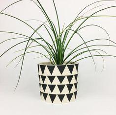 LARGE PLANT POT NO. 5