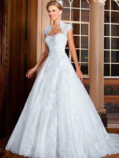 Vestido de noiva rodado, decote onda, cauda fixa, bolero