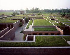 Friendship Centre, Kashef Chowdhury/URBANA, Bangladesh. Progetto: 05/2008 - 12/2010, Costruzione: 06/2010 - 12/2011. Foto: ©Hélène Binet Immagine tratta da Domus #980 maggio 2014