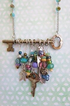 Attaching your chain to your skeleton key necklace - with beads! - - Attaching your chain to your skeleton key necklace – with beads! Attaching your chain to your skeleton key necklace – with beads! Wire Jewelry, Boho Jewelry, Jewelry Art, Beaded Jewelry, Jewelery, Handmade Jewelry, Fashion Jewelry, Jewelry Ideas, Necklace Ideas
