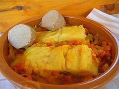 BACALAO ENCEBOLLADO ESTILO CANARIO (11º DESAFÍO EN LA COCINA) ~ Tomillo, laurel y otras cosas de comer.
