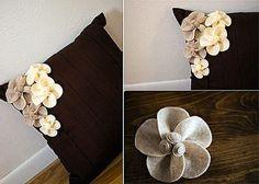 диванные подушки, декор подушки, декор из фетра, цветочный декор из фетра для диванной подушки, декор своими руками