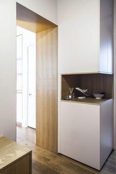 encadrement porte Design Entrée, Niche Design, Tip Top, Cabinet Shelving, Appartement Design, Bathroom Interior Design, Mudroom, Sweet Home, New Homes