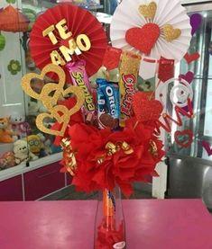 Valentine Decorations, Valentine Crafts, Love Gifts, Diy Gifts, Valentines Day Baskets, Bff Birthday Gift, Balloon Centerpieces, Chocolate Bouquet, Candy Bouquet