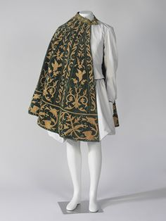 Cloak, the Museu del Disseny (Fripperies and Fobs) Historical Costume, Historical Clothing, Mode Renaissance, Renaissance Fashion, Renaissance Clothing, 16th Century Fashion, 17th Century, Moda Fashion, Fashion Goth